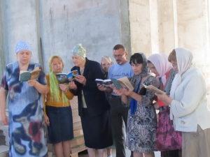 Чтение Акафиста прихожанами Тихвинского храма
